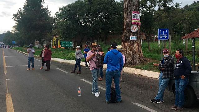 Poder de Base de la CNTE retoma bloqueos carreteros en Michoacán