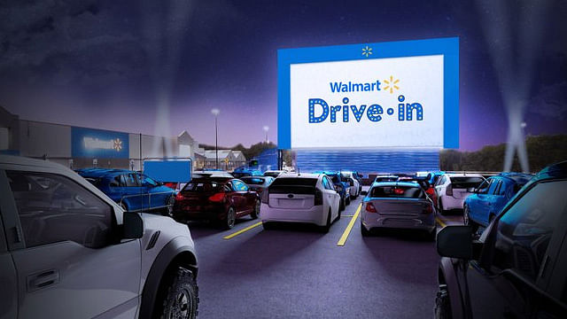 Walmart convertirá estacionamientos en autocinemas