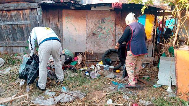 Gobierno de Morelia retira 40 toneladas de desechos de una vivienda