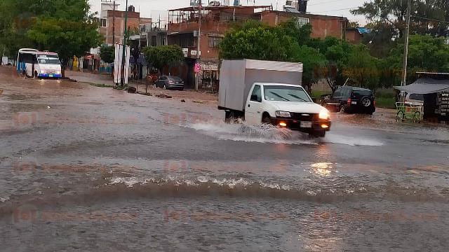 Lluvia deja encharcamientos en Morelia; sin reporte de afectaciones