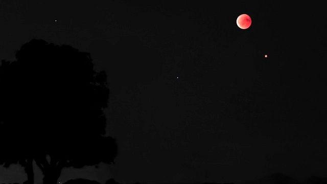"""La luna y marte se """"besaron""""; así se vio este fenómeno"""