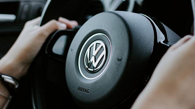 Industria automotriz se reinventa; con un sólo click ya puedes comprar un auto