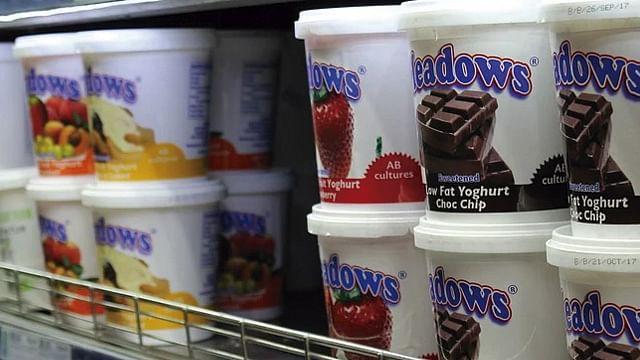 ¿Por qué no es bueno guardar comida en envases de yogurt? Profeco responde