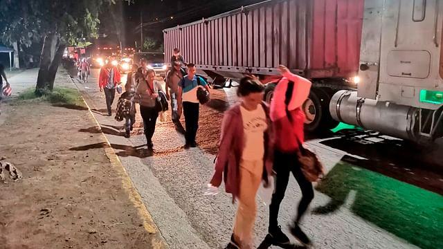 Nueva caravana migrante busca llegar a EU; espera en Guatemala
