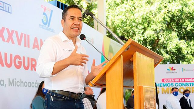 Apostarle a la educación de los jóvenes, gran inversión: Carlos Herrera