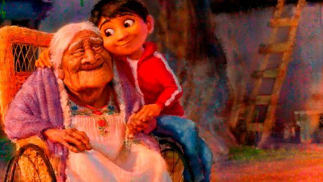 """Niño lleva serenata a su bisabuelita con la canción de """"Coco"""""""
