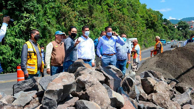 En Uruapan, edil supervisa obra pluvial a la altura de El Mirador