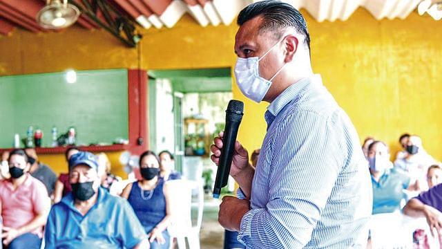 Un cachito del puerto para lazarocardenenses: Torres Piña