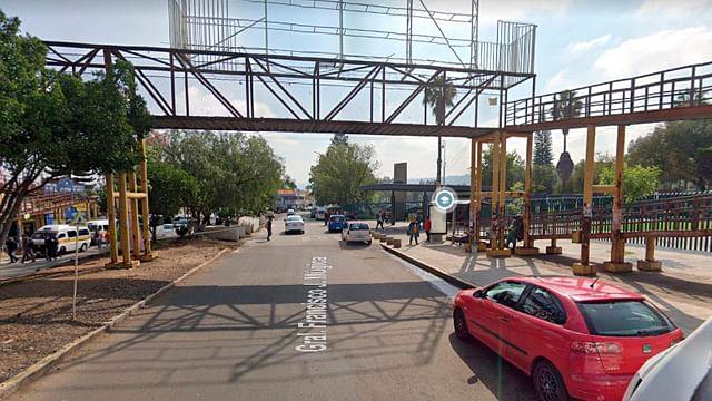 En Morelia, retiran puente peatonal ubicado frente a C.U.