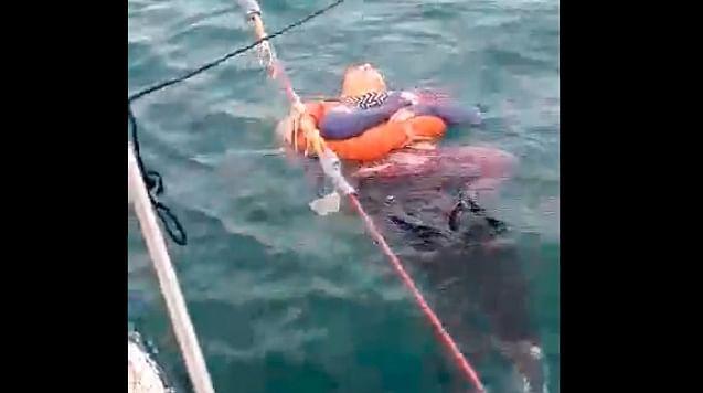 Hallan flotando en el mar a mujer reportada como desaparecida, en Colombia