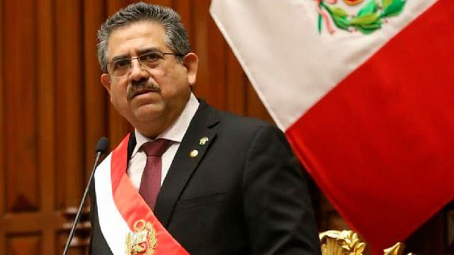 Manuel Merino renuncia a presidencia de Perú tras protestas masivas
