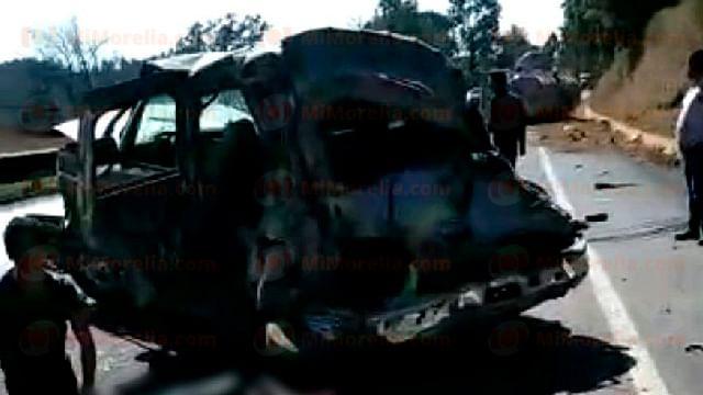 Choque de camión aguacatero contra pipa deja 3 muertos en la Siglo XXI