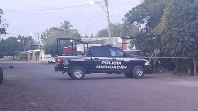 Con piedras y un balazo en la cabeza asesinan a hombre en Michoacán
