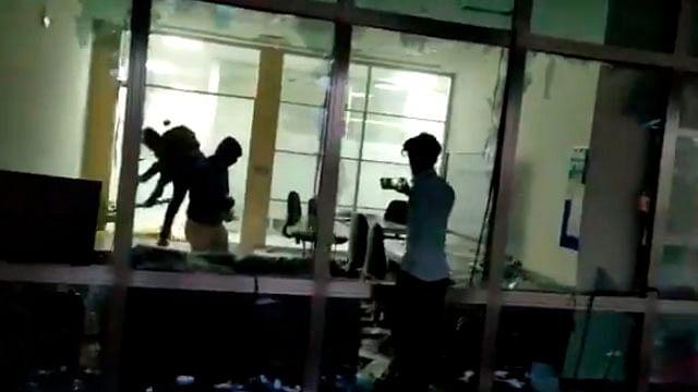 Saquean trabajadores fábrica de iPhone en India por falta de pago