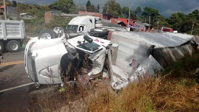 Se registra choque en la carretera Morelia-Pátzcuaro