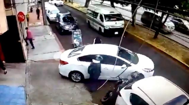 De mejor ángulo, el momento cuando atropellan a dos asaltantes en Morelia