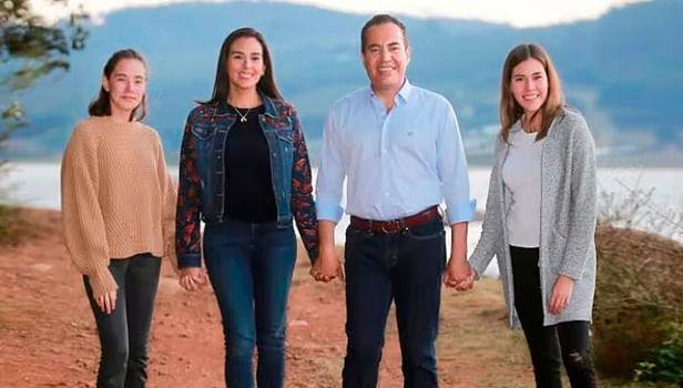 Llama Carlos Herrera a festejar fin de año en casa y con la familia