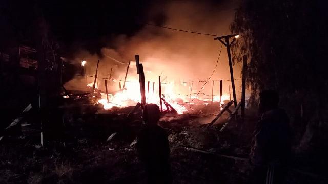 Incendio en faldas del Quinceo, deja 5 viviendas calcinadas: PC