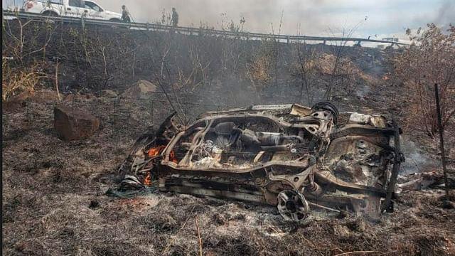 Michoacán: Se incendia auto tras chocar y volcar en la autopista Siglo XXI