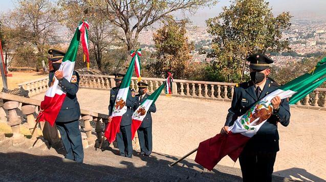 Enseña tricolor, símbolo de unión de los mexicanos: coronel