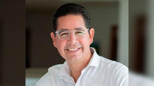Pérez Negrón formaliza aspiración a presidencia de Morelia por Morena
