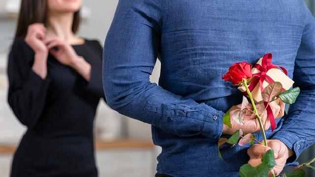 Enamorados invertirán menos en regalos este 14 de febrero por pandemia