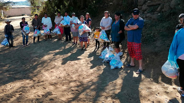 Antorcha beneficia con despensas a familias de Salvador Escalante
