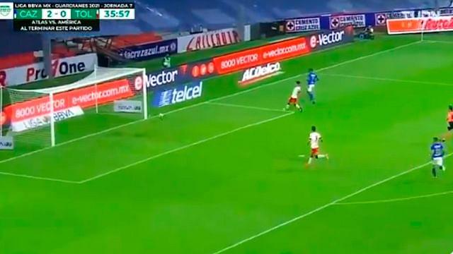 Árbitro impide gol de Cruz Azul y le da la vuelta al mundo
