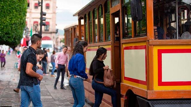 Capacitan sobre crecimiento y desarrollo al sector turístico