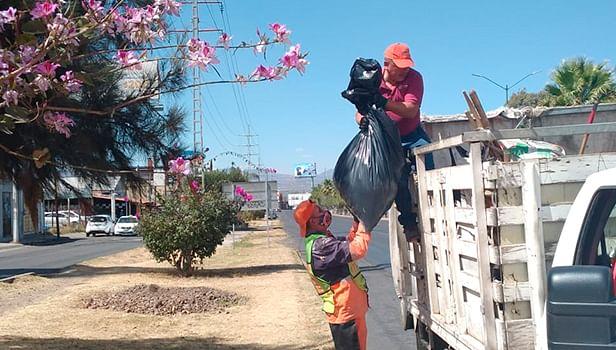 Trabajadores del SLyT retiran 2.1 toneladas de basura del libramiento