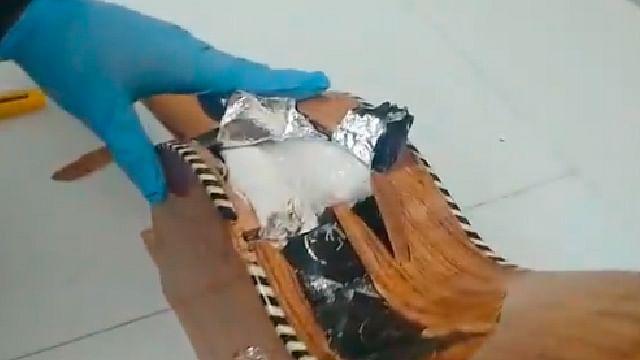 Hallan droga dentro de una guitarra en el aeropuerto de Morelia