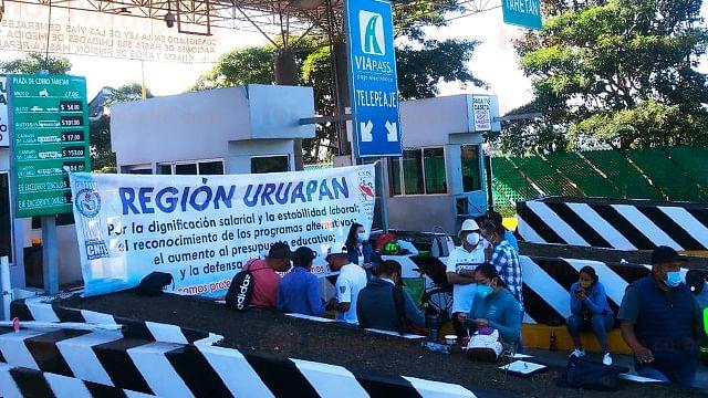 Toma SNTE-CNTE diez casetas de peaje en Michoacán; botearán ahí