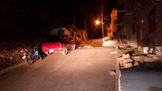Asesinan a dos jóvenes a balazos en la vía pública, en Jacona