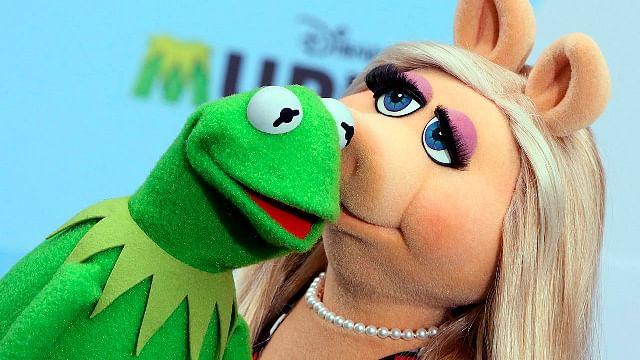 """Van por """"Miss Piggy""""; piden cancelarla por maltrato a la Rana René"""