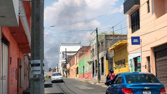 Reportan incendio en taller mecánico en avenida Quinceo de Morelia