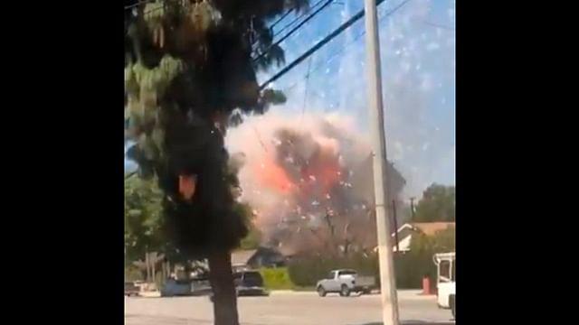 Explota casa con fuegos artificiales en Ontario, California
