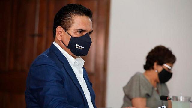 Llama Silvano a respetar a las instituciones en materia electoral