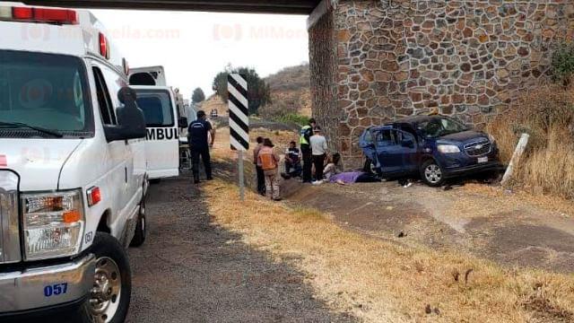 Michoacán: Choque contra base de un puente deja un muerto en autopista