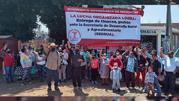 Familias de Ario de Rosales reciben tinacos gracias a la lucha organizada