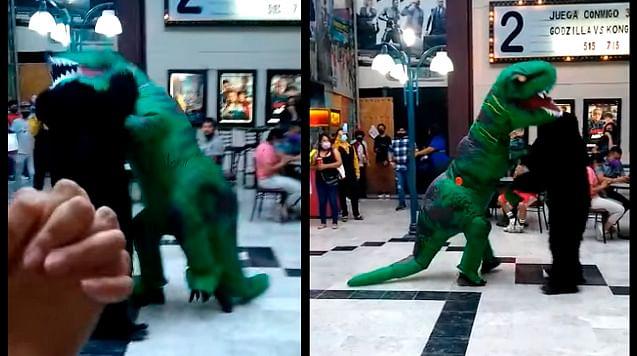 """""""Godzilla"""" pelea contra """"Kong"""" en cine de Michoacán y se viraliza"""