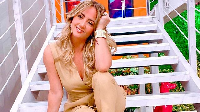 Andrea Legarreta ¿sale de Hoy?, comparte fotos en otro foro de televisión