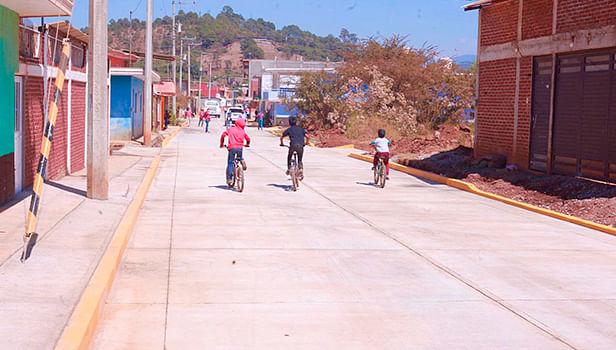 Miguel Paredes beneficia a más de 9 colonias de Uruapan con obra de 2 mdp