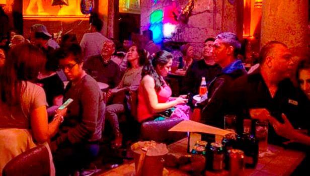 Antros y bares de Michoacán operarán con 50% de aforo