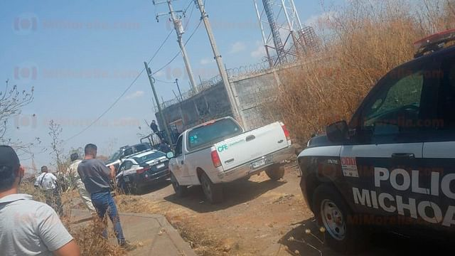 Hombre, aparentemente drogado, sube a torre de comunicación en Morelia