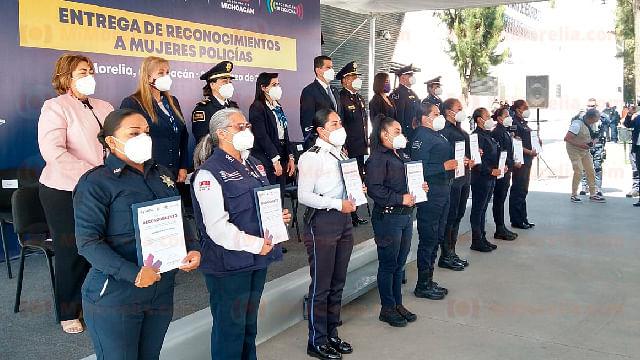 Reconocen a 9 mujeres policías de Michoacán por su labor