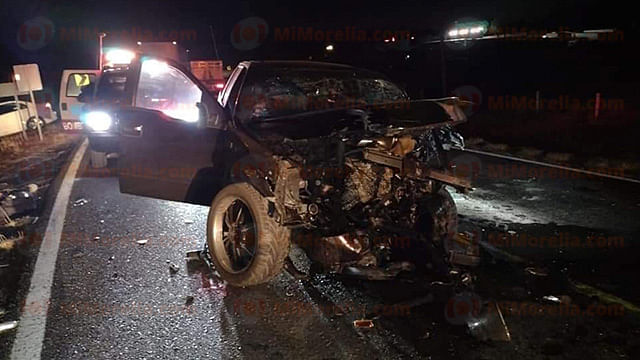 Encontronazo entre 2 vehículos deja 3 muertos en Maravatío