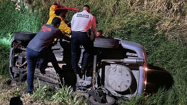 Automóvil cae al Río Grande en la colonia Ejidal Tres Puentes de Morelia