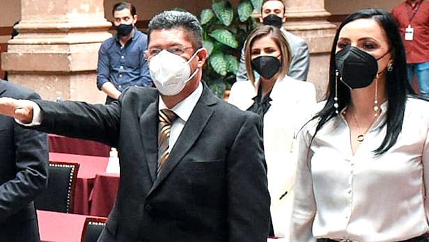 Martín Rodríguez rindió protesta como diputado local