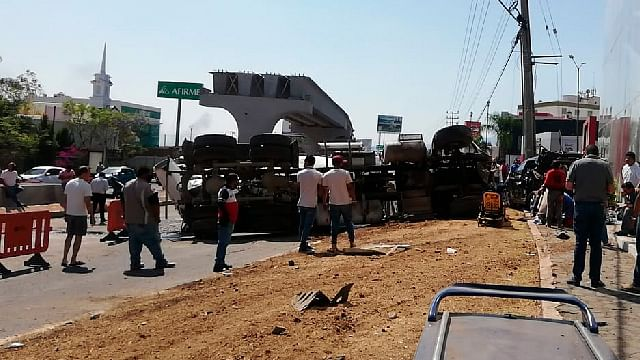 Revolvedora provoca aparatoso accidente en salida a Mil Cumbres, en Morelia