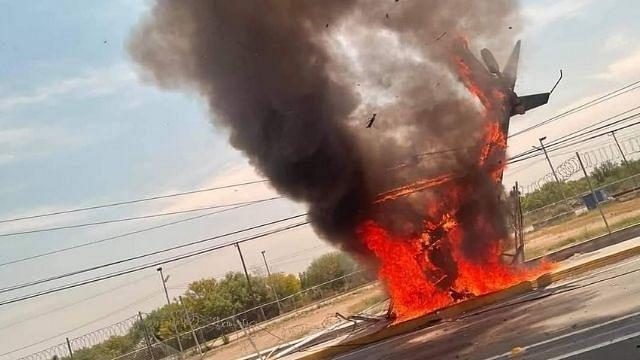 Cae helicóptero en carretera de Apodaca, Nuevo León